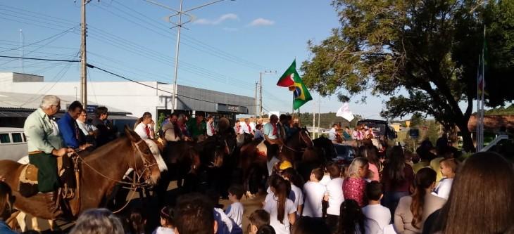 HORA CÍVICA MARCA RECEPÇÃO AOS CAVALARIANOS DA 15ª CAVALGADA DOS BEATOS MANOEL E ADÍLIO, MÁRTIRES DO